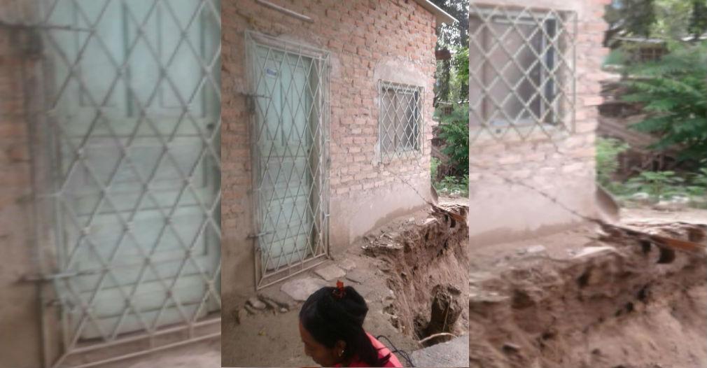 La socavación amenaza con tumbar la casa de la indígena Aura.