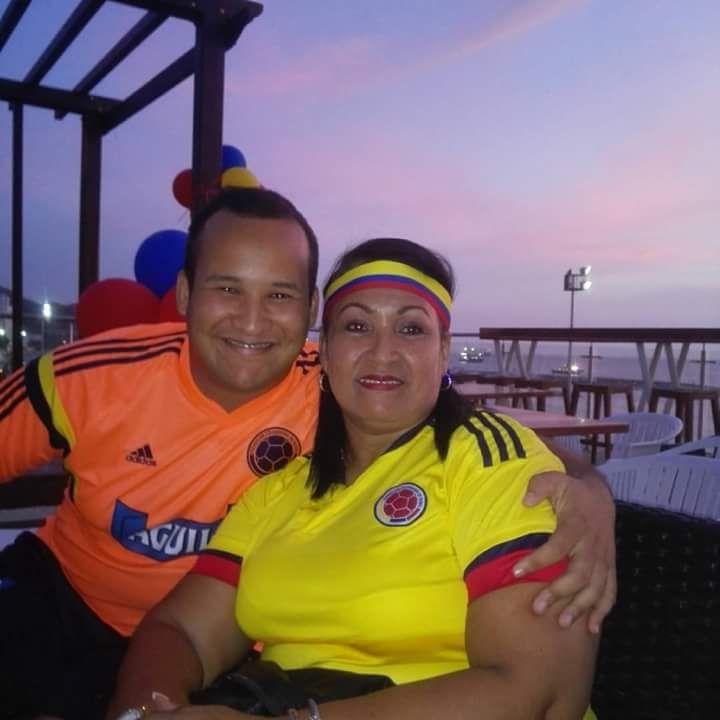 Franklin Cañas con su mamá, María Palacio Taylor.