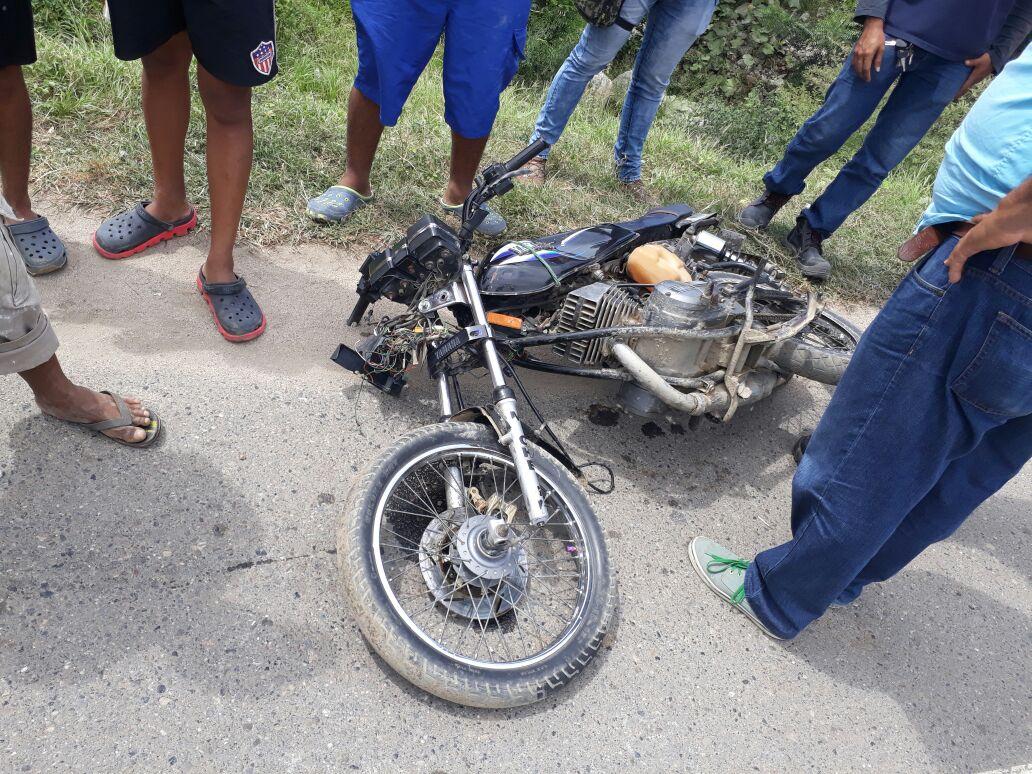 Esta es la moto en la que se movilizaba el hombre con su hija.