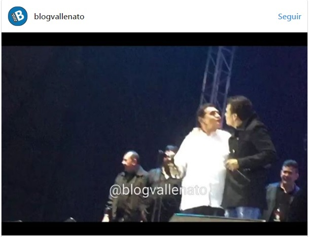 Beso entre 'Poncho' Zuleta y Silvestre Dangond