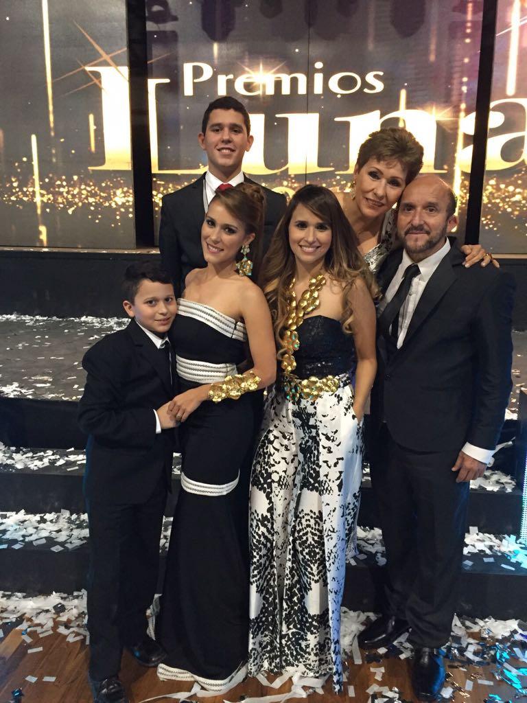 En el seno de su hogar, con su esposa Lidis Rodríguez, sus hijos Martín, Vanessa y Danny Martin, y el nieto David.