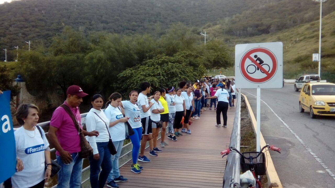 Cadena humana para apoyar al alcalde Martínez se toma el sendero del Ziruma