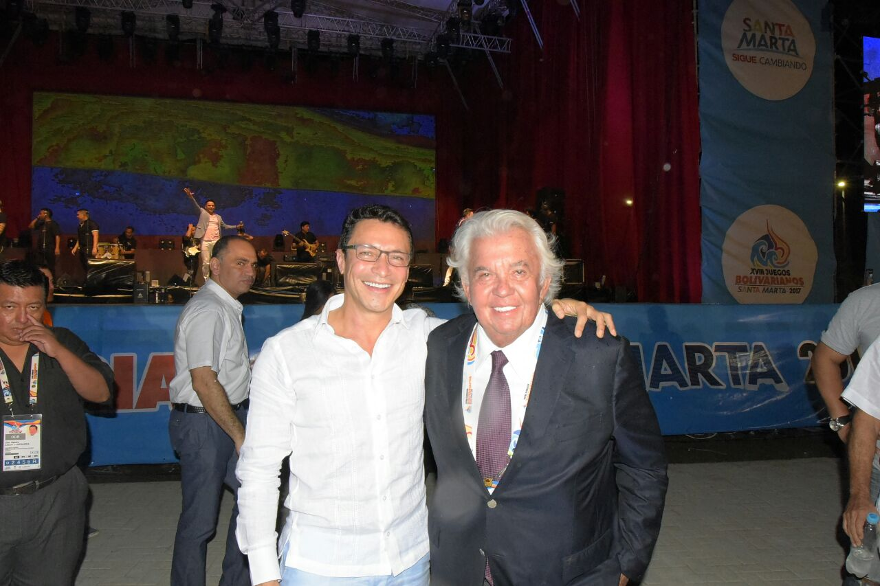 Carlos Caicedo, acompañado con Danilo Carrera, director de la Odebo.
