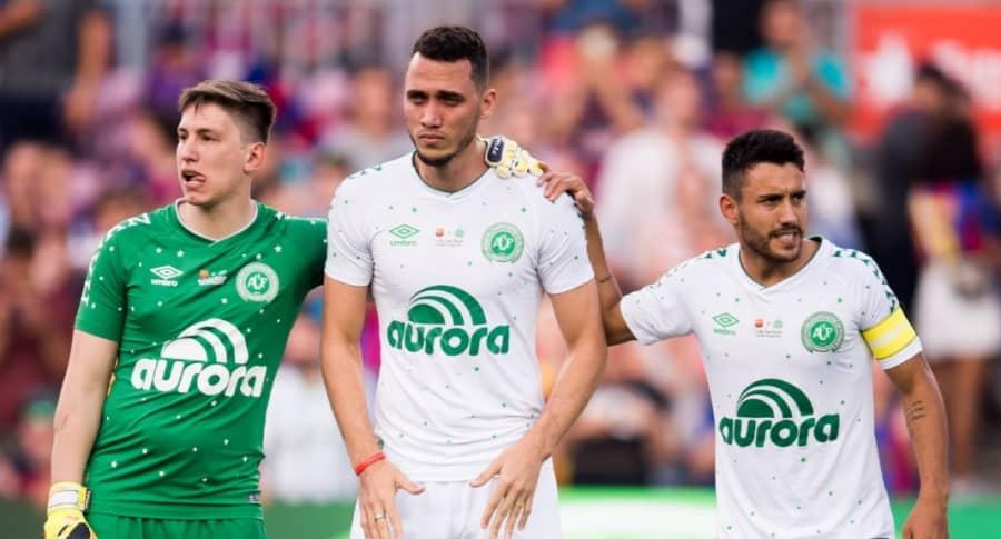 Los tres jugadores sobrevivientes al accidente del vuelo de la aerolínea LaMia.