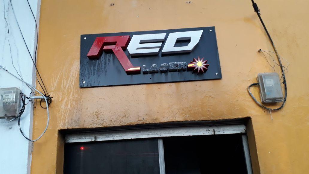Red Laser, local comercial afectado por el incendio.