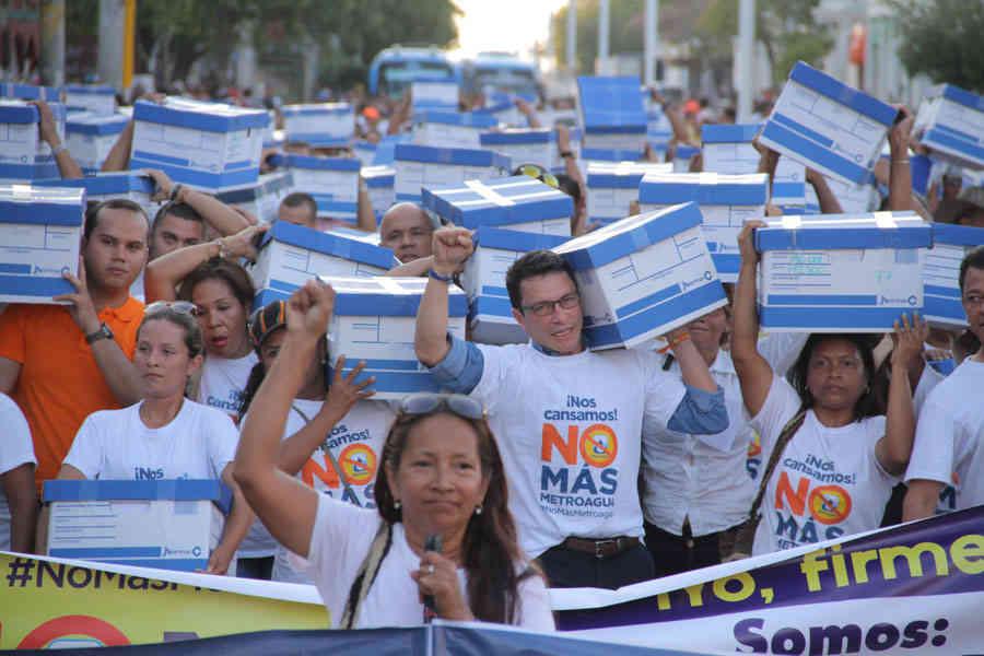 Marcha de las firmas de Metroagua.