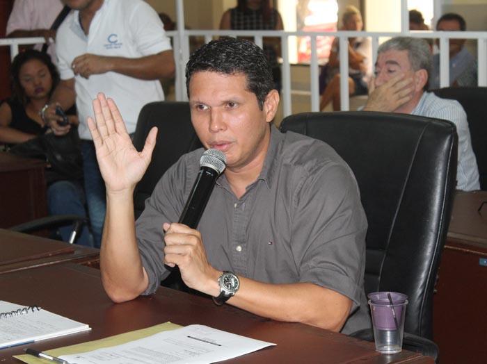 Concejal Carlos Mejía.