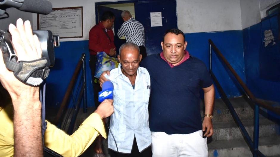 El conductor Jaime Gutiérrez Ospino saliendo de la Cárcel Modelo de Barranquilla.