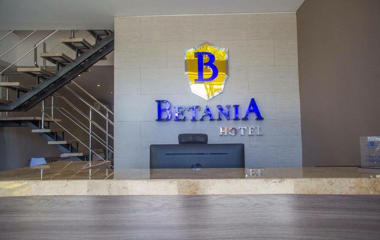 Recepción en la entrada del hotel Betania.