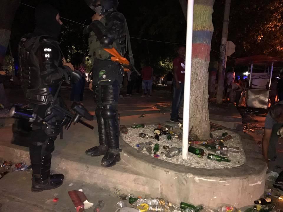 El Esmad de la Policía tuvo que hacer presencia para controlar la situación; tardó más de dos horas en hacerlo.