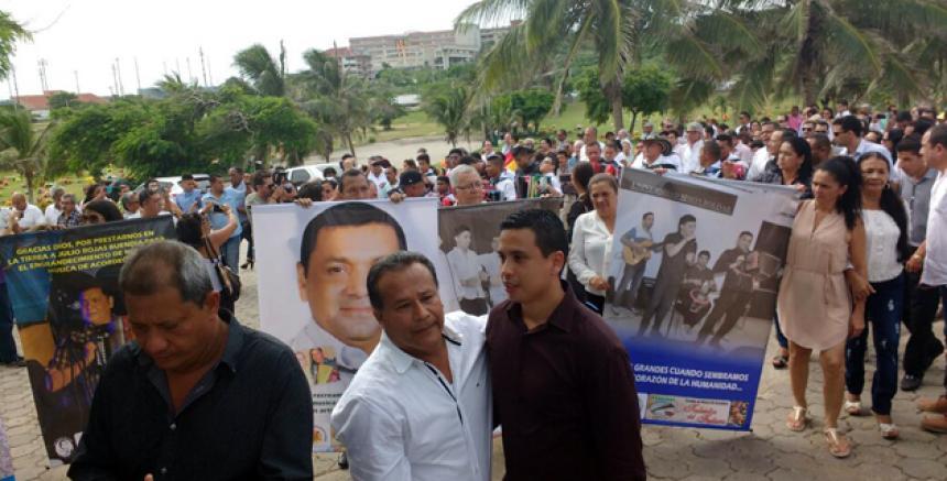 A su funeral asistieron numerosas personas del folclor vallenato.