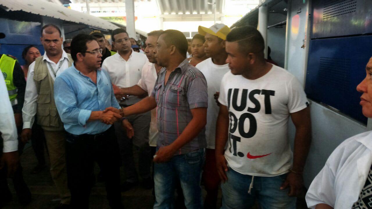 Con una visita al lugar, el alcalde Martínez verificó las cubiertas del Mercado Público.