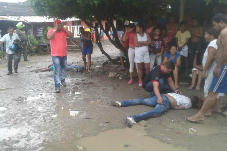 En medio de una riña un hombre desenfunda un arma y mata a tres en Montería