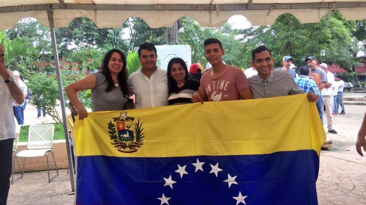 Miles de venezolanos votan en el mundo la consulta de la oposición a la Constituyente