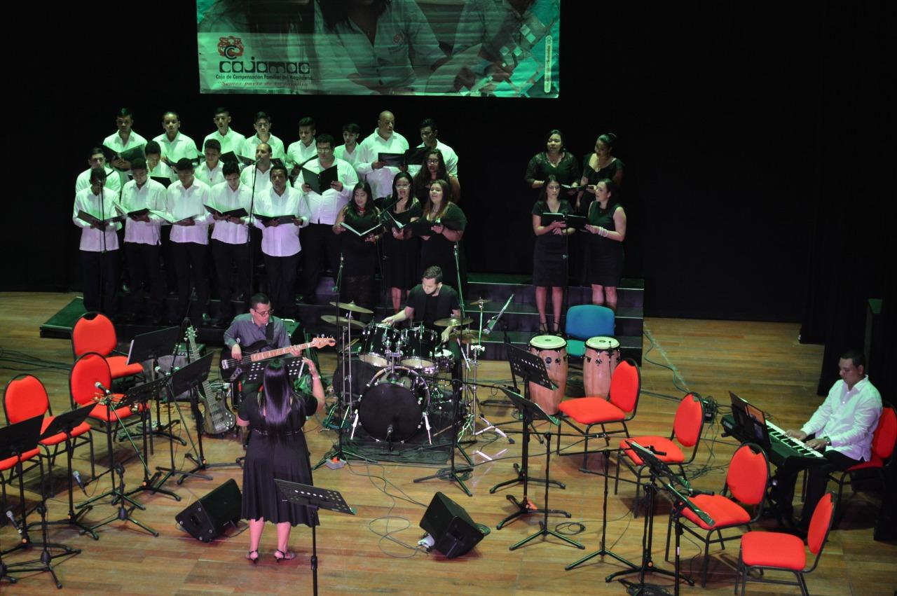 'La Musa de Usa' hizo vibrar el teatro Cajamag