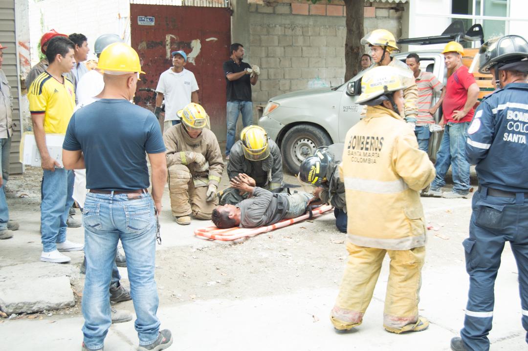 Las imágenes captadas muestran al obrero accidentado consciente.
