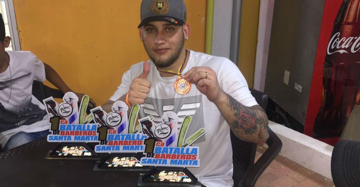 Francisco Eduardo Mármol Rodríguez, barbero profesional ganador de primera batalla de barberos realiza en Santa Marta.