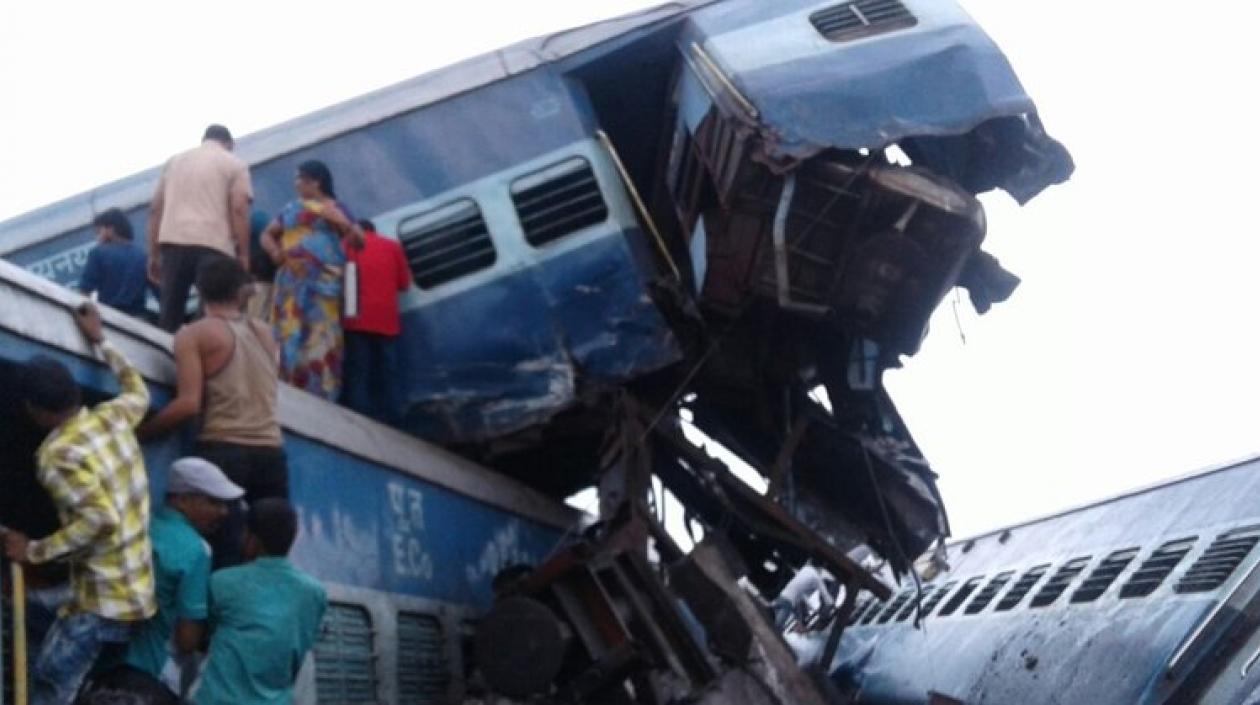 Seis muertos y 20 heridos al descarrilarse un tren en la India