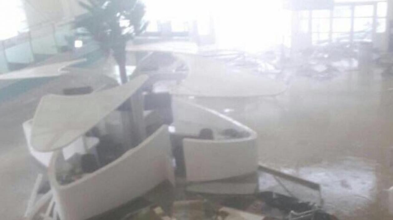 El poderoso huracán tocó tierra la madrugada del miércoles en islas del Caribe con vientos de 295 kilómetros por hora.