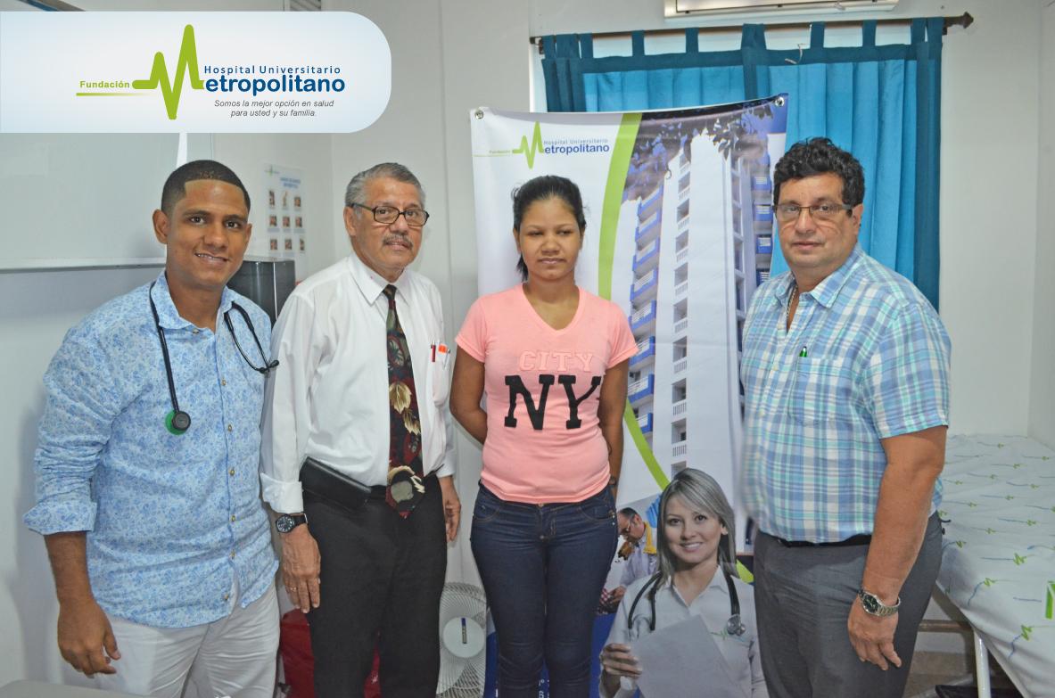 Yastefi, acompañada por dos especialistas y el gerente del Hospital Universitario.