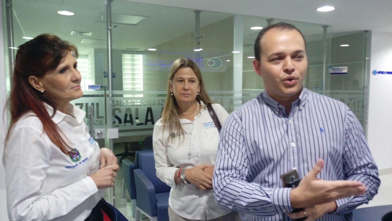 El gerente de la clínica Oftalmológica (der) y la gobernadora Rosa Cotes (izq) estuvieron pendientes del proceso de Yastefi.