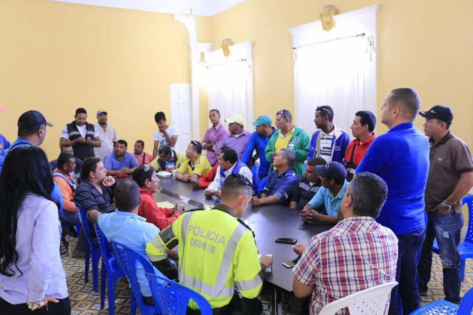 Reunión de mototaxistas y Alcalde
