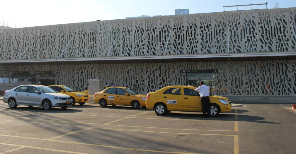 Alcaldía anuncia que mejorará vía de acceso al aeropuerto de Santa Marta