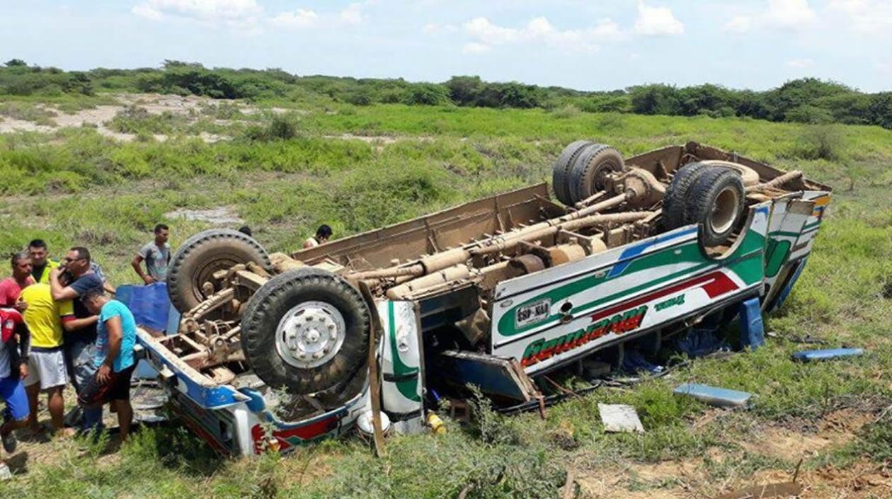 Un muerto y 25 heridos en accidente de tránsito en 'Trocha de la prosperidad' en Sitionuevo, Magdalena