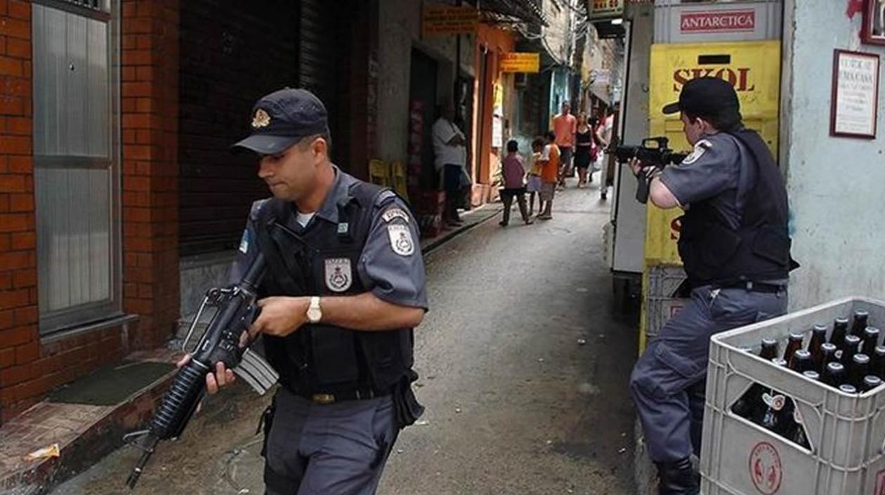 5 muertos deja enfrentamiento de 8 horas entre traficantes en favela de Río de Janeiro