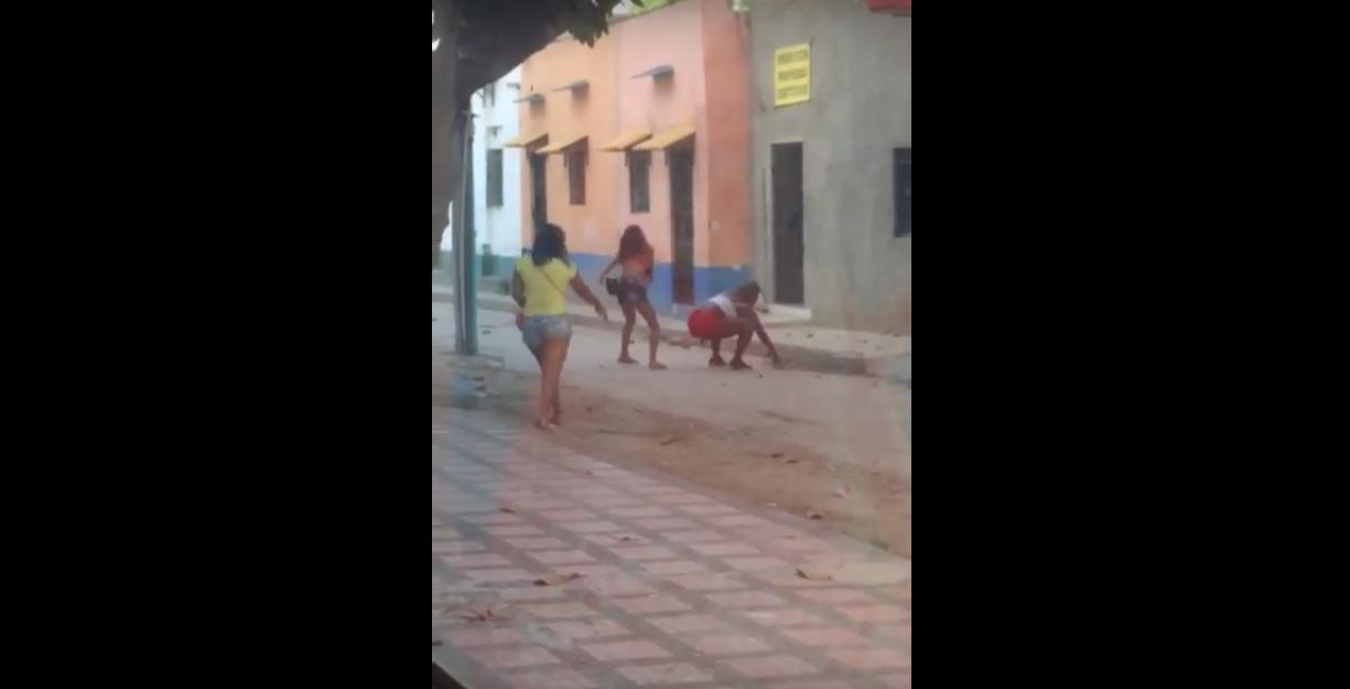#Video Por no alquilar un cuarto, le levantaron la casa a 'peñon' en el centro de Santa Marta