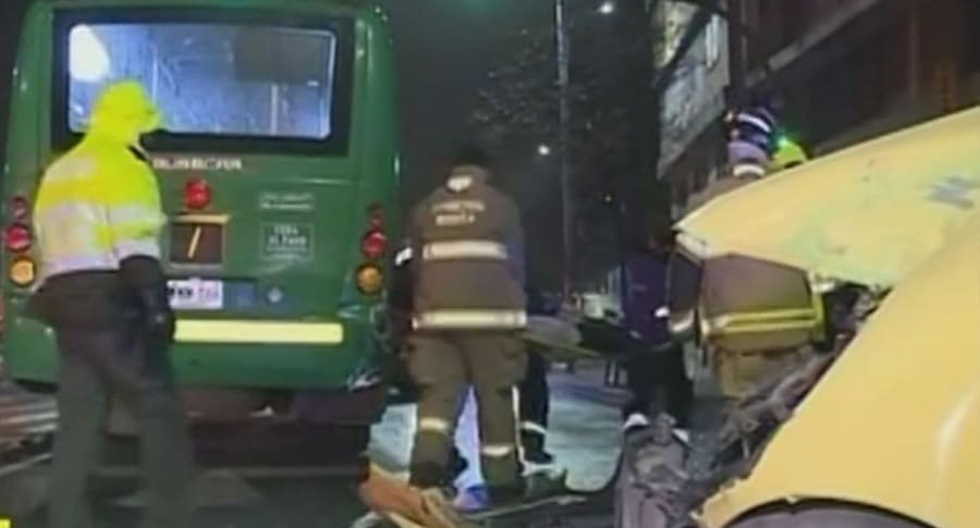 En Bogotá: taxi embistió a bus de transporte público y dejó cinco pasajeros heridos