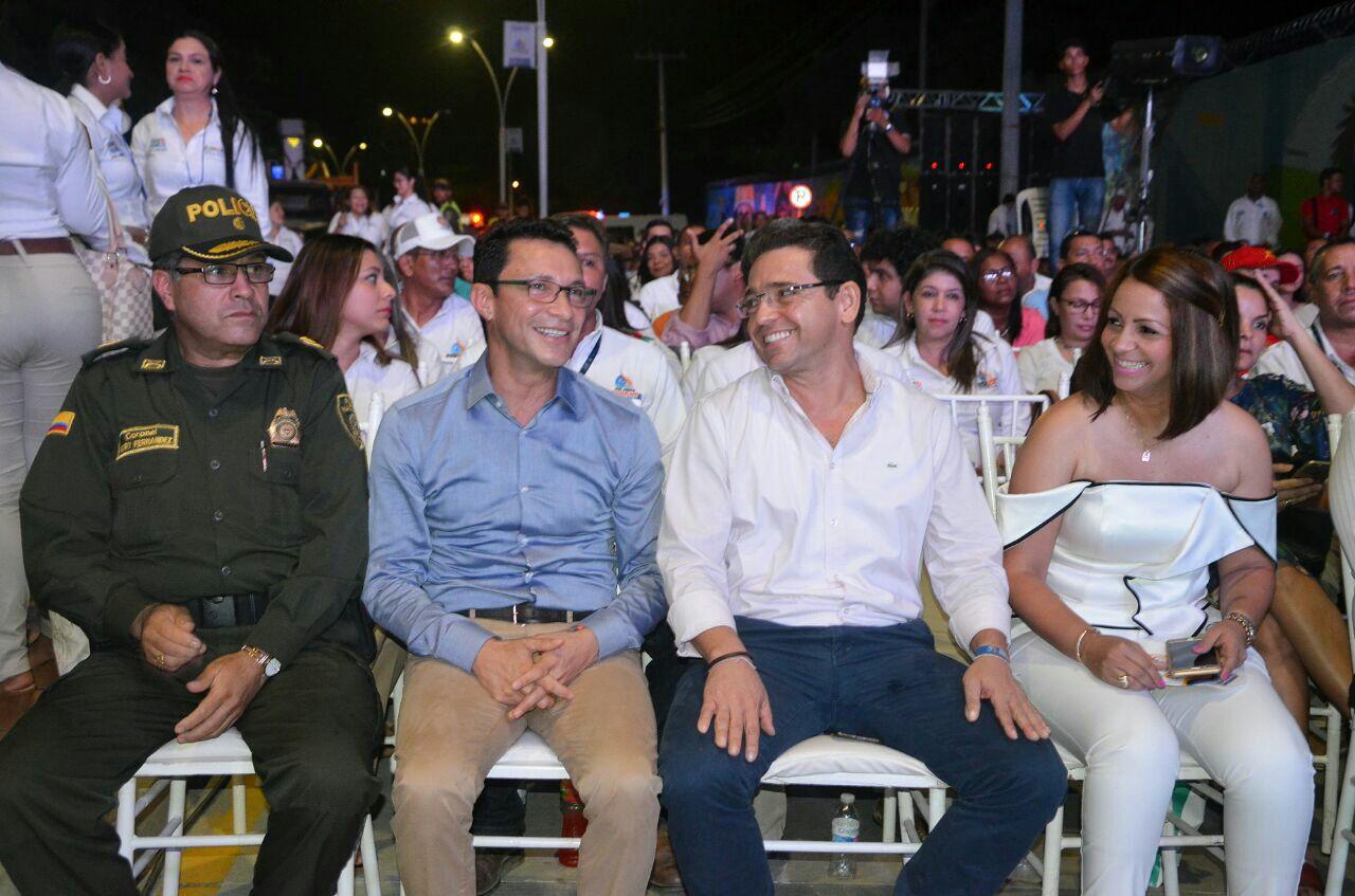 El alcalde Martínez estuvo acompañado por su antecesor, Carlos Caicedo.