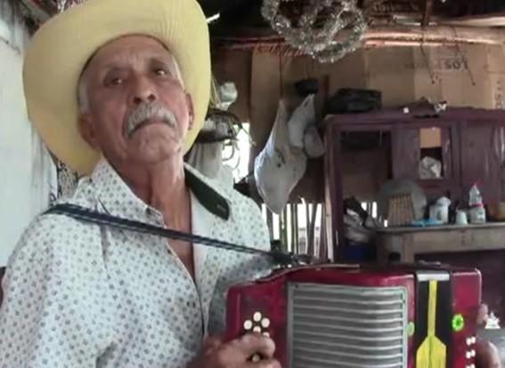 Carmelo Garizao Tobías, el juglar vallenato que aún a sus 82 años de vida sigue engalanando su pueblo con sus notas inéditas.