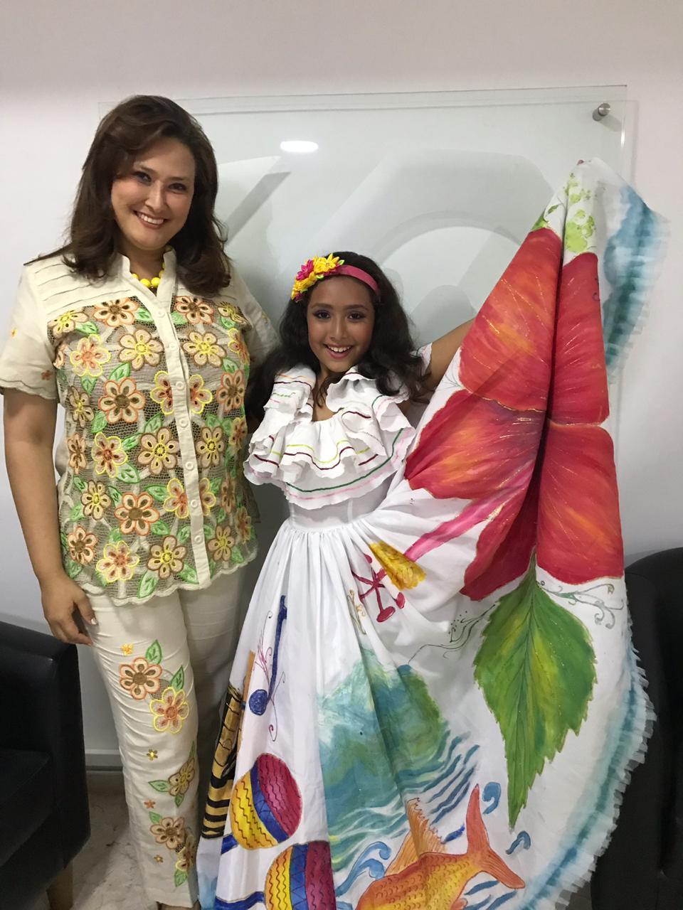Izabelle Monsalve en compañía de su madre Zonia Vergara Corcho