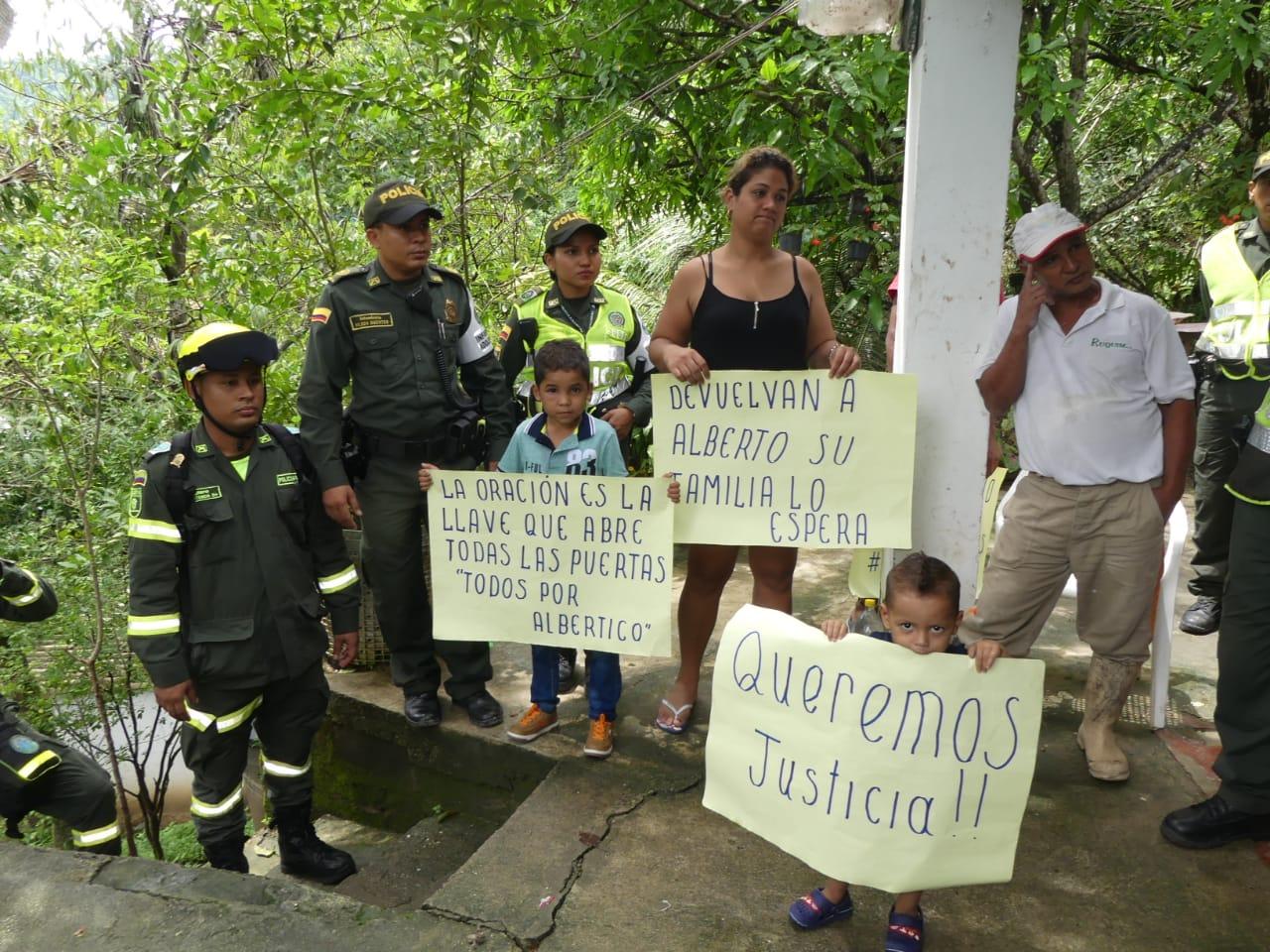 Comunidad exige la aparición del menor Alberto Cardona.