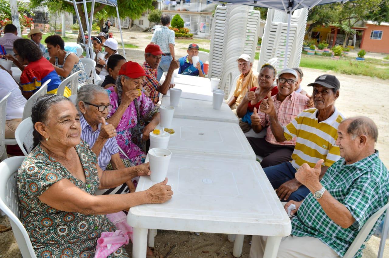 Los adultos mayores compartieron, llenos de entusiasmo.