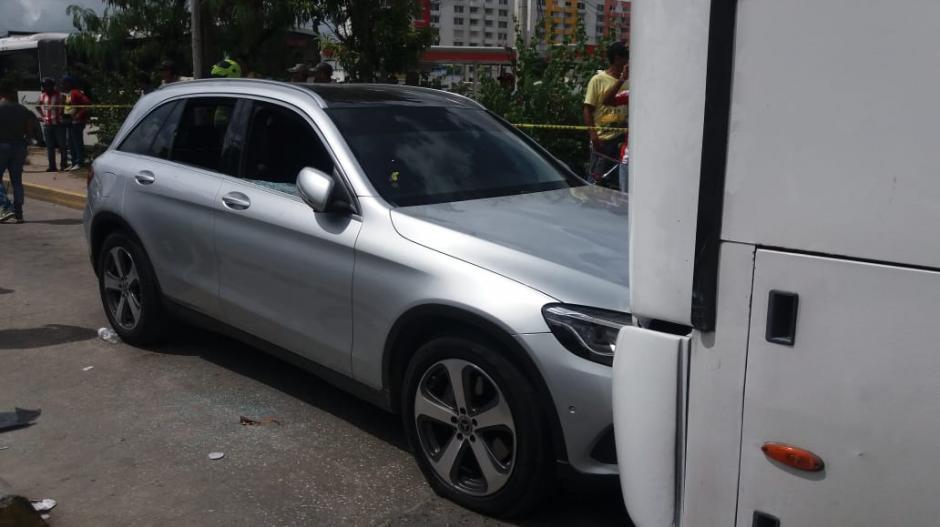 Tras recibir varios disparos, Meneses siguió conduciendo y chocó con un articulado de Transmetro.