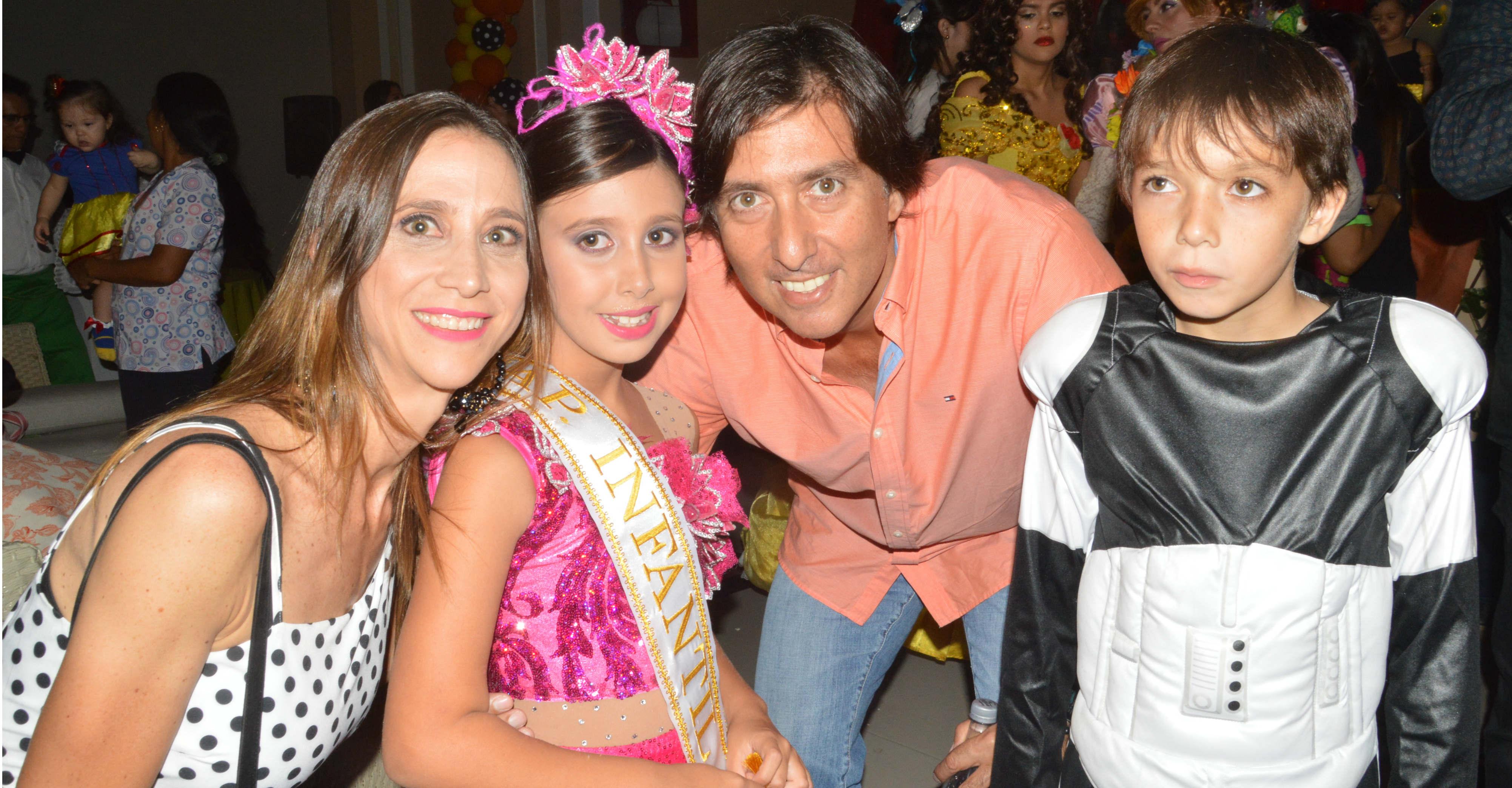 Isabella María, Ana María Lacouture, Miguel María y Andrés Miguel María.