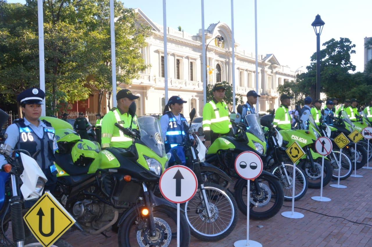 Agentes viales y policías presentados en la mañana de este miércoles.