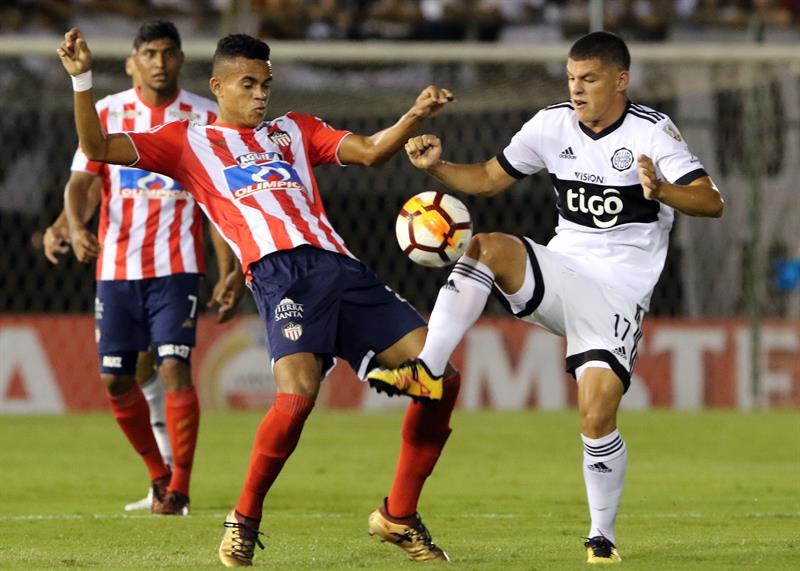 Luis Díaz enfrentando la marca de Richard Sánchez.