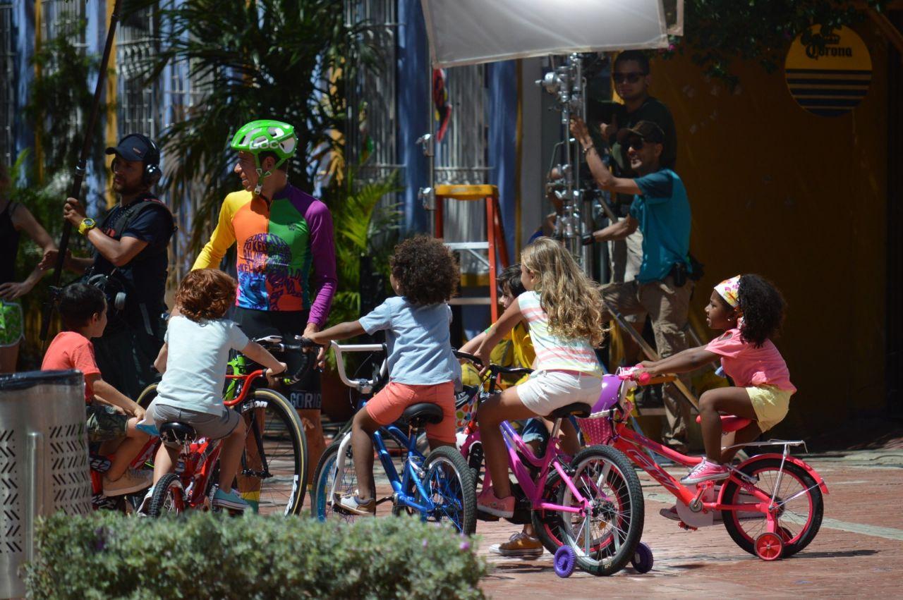 El ciclista antioqueño, durante la escena del comercial grabado en el parque de los Novios.