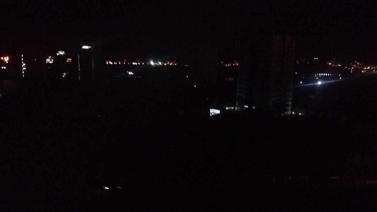 Panorama del apagón en el sector de la avenida del río con carrera 14.