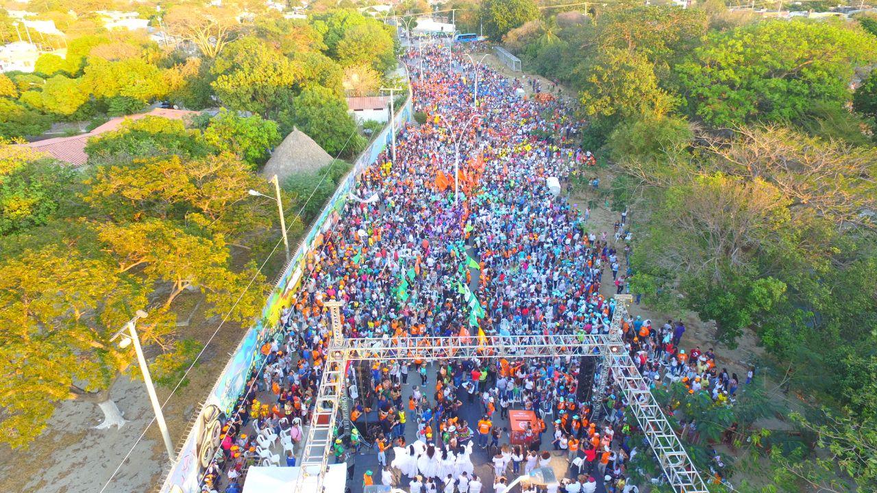 Multitudinaria asistencia al evento convocado por Carlos Caicedo.