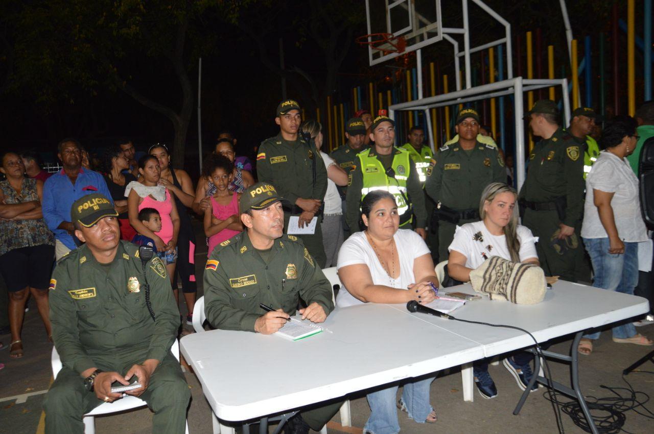 La Policía Metropolitana de Santa Marta hizo presencia en Mamatoco, para escuchar las quejas de los habitantes.