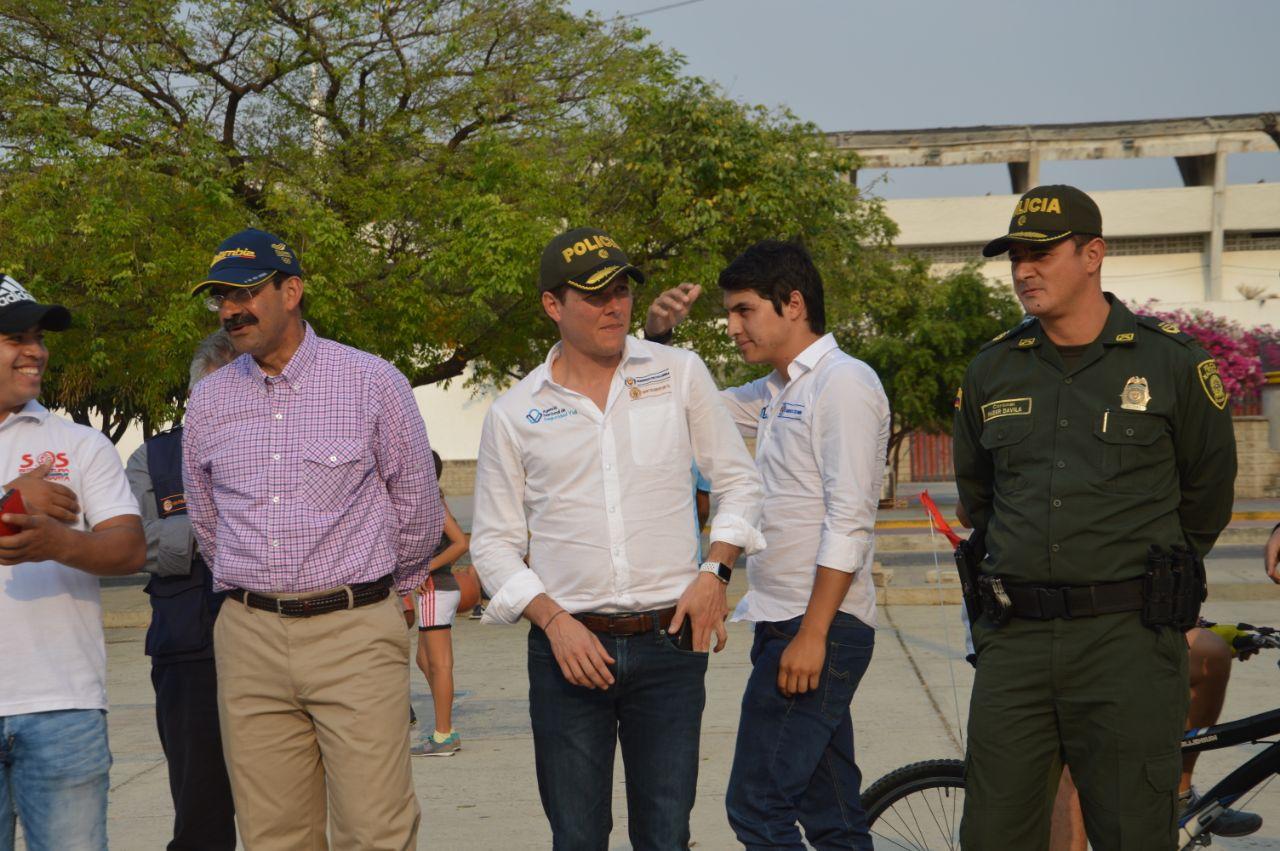 Las autoridades viales durante la actividad.
