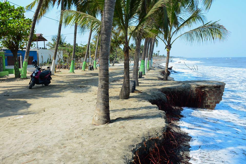 Erosión costera amenaza barrios del municipio.