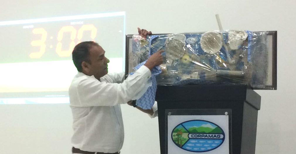 Con una particular intervención, Salvador Valdeblánquez explicó el estado actual del río manzanares.