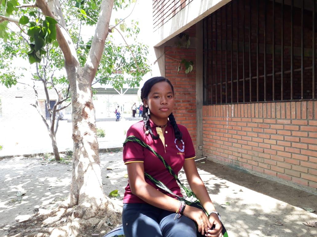 Aslyn Franco, estudiante que se enfrentó al vendaval para salvar el techo de su casa.