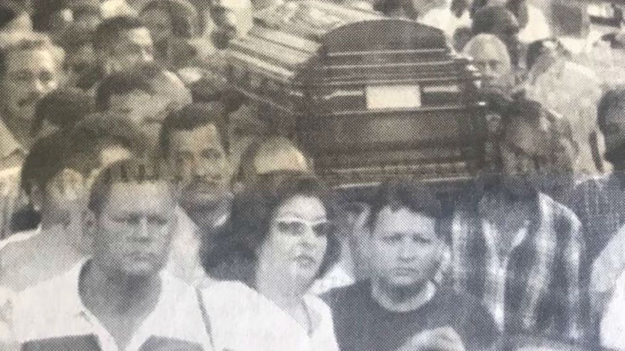Periodistas, amigos y allegados acompañaron el cuerpo de Zully Codina en una multitudinaria despedida.