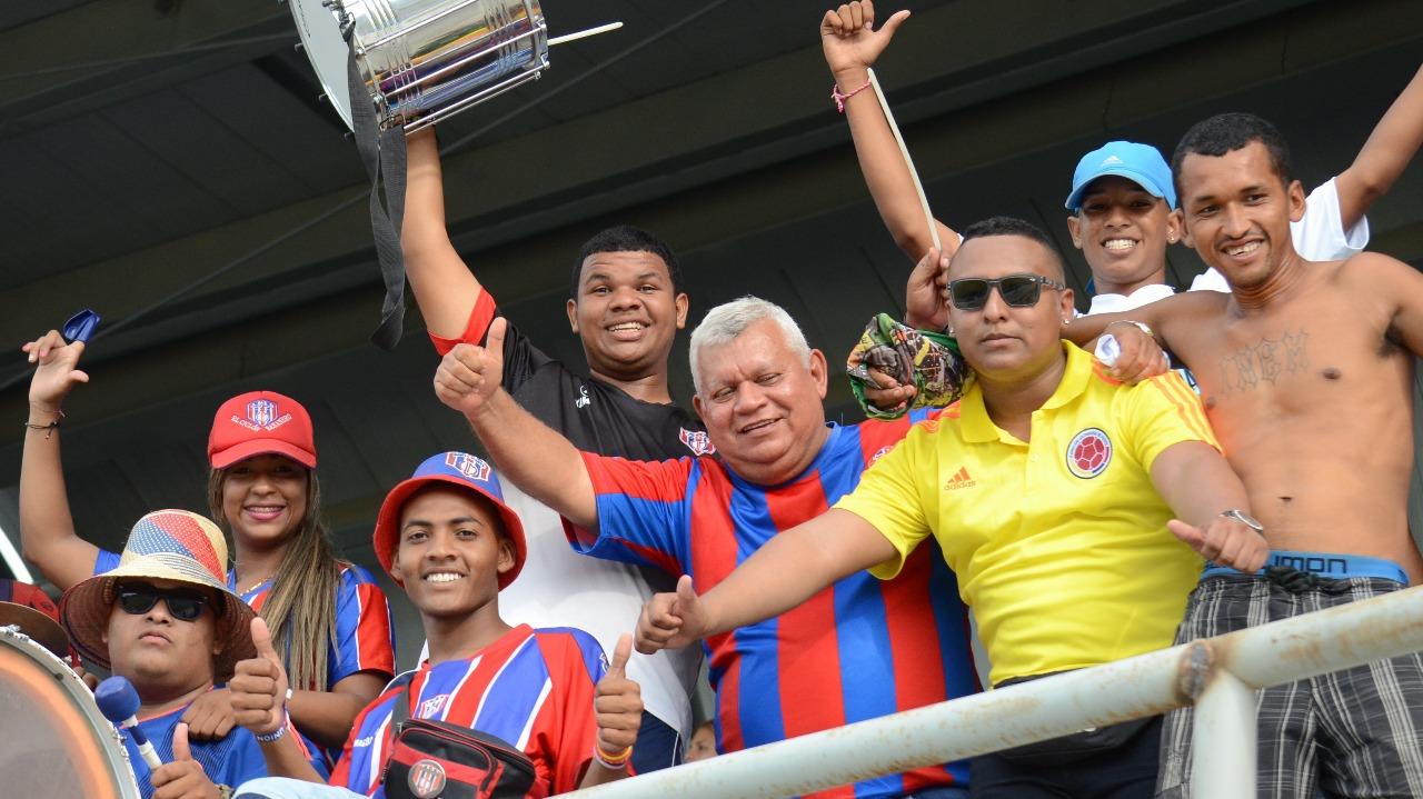 Los aficionados celebran la victoria del Unión Magdalena Femenino.